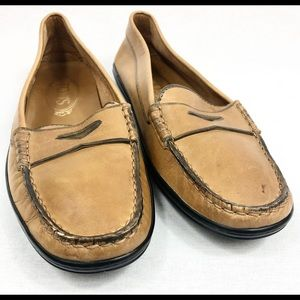 Tod's tan leather loafers shoes EUC sz38.5